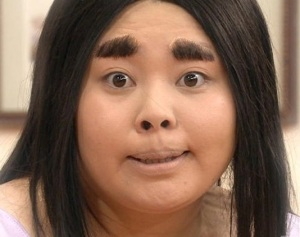 thick-eyebrows-trend-fugly-and-weird-chicks
